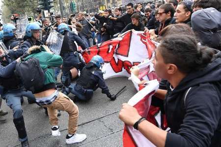 درگیری شدید مردم و پلیس در تجمع اعتراضی به اجلاس جی 7