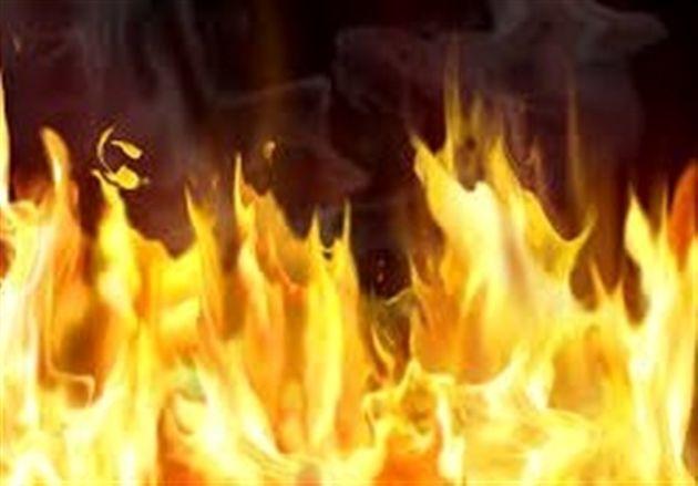 آتش سوزی دو خودرو پراید و تیبا در پارکینگ یک ساختمان تجاری
