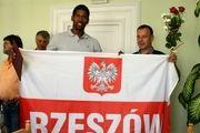 لئون ۲ سال دیگر برای لهستان بازی میکند