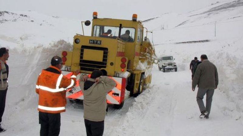 برف روبی حدود 200 کیلومتر از راه های استان کردستان توسط راهداران