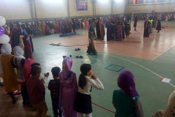 جشنواره بازیهای بومی محلی بانوان در کوزران کرمانشاه برگزار شد