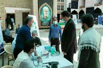 فرماندار یزد در محل نماز جمعه این هفته میزبان میز خدمت و پاسخگوی مردم بود