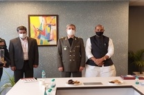 امیر حاتمی با وزیر دفاع هند دیدار و گفتگو کرد