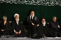 آغاز مراسم عزاداری شام غریبان با حضور رهبر انقلاب در حسینیه امام خمینی(ره)