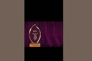 تندیس جشنواره بین المللی فیلم استکهلم در دستان جمشید محمودی