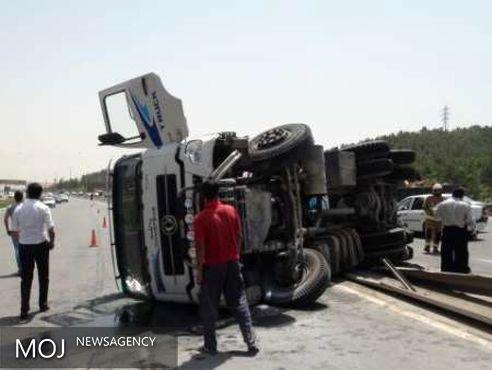 واژگونی کامیون در محور اراک - بروجرد سه کشته و مجروح برجای گذاشت