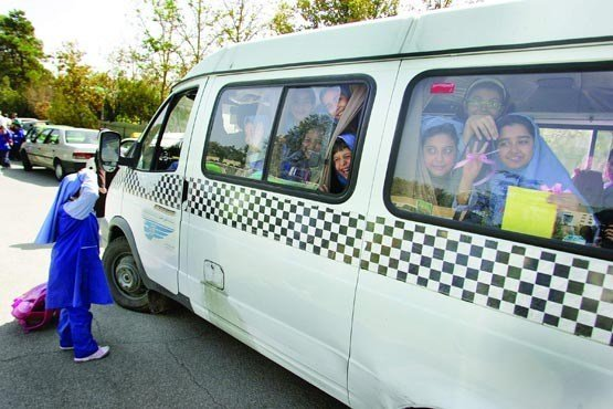 ۴ دانش آموز در تصادف سرویس مدرسه  با نیسان مصدوم شدند/اسامی مصدومین