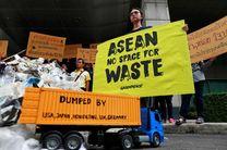 معترضان از رهبران آسه آن خواستند واردات زباله را ممنوع کنند