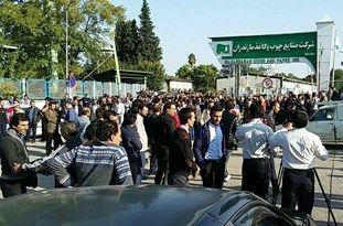 تجمع کارگران مقابل شرکت صنایع چوب و کاغذ مازندران