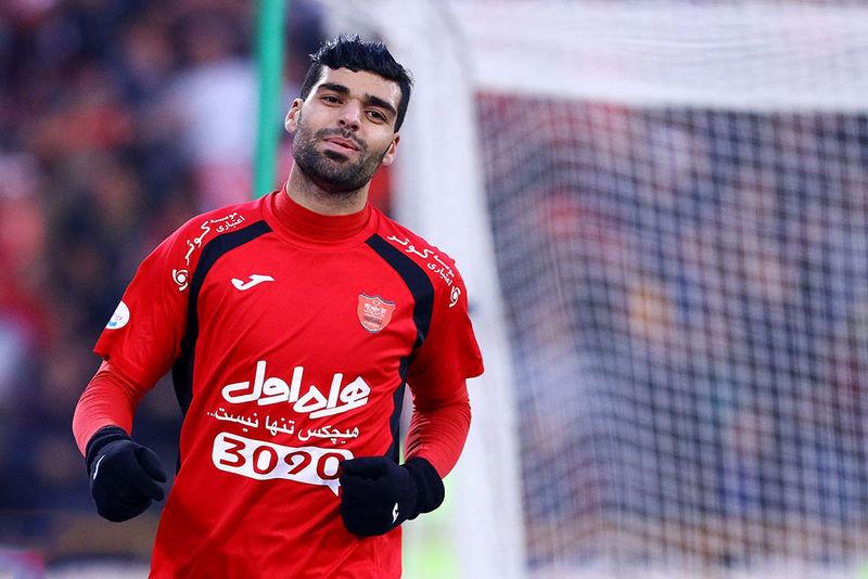 ستاره پرسپولیس وارد قطر شد/ طارمی مورد استقبال مسئولان باشگاه الغرافه قرار گرفت