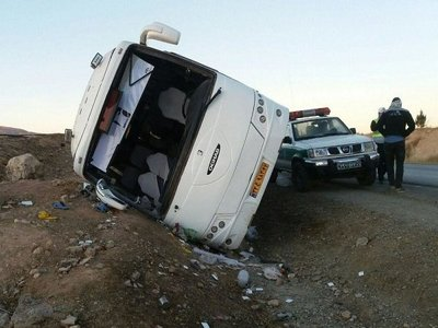 یک کشته و ۱۵ زخمی در تصادف اتوبوس در محور طبس