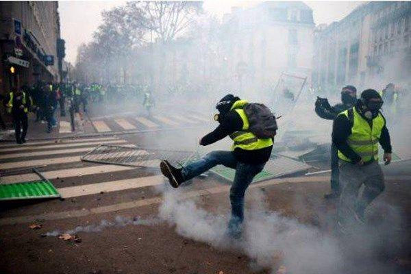 سومین شنبه ناآرام در فرانسه/ 107 نفر دستگیر شدند