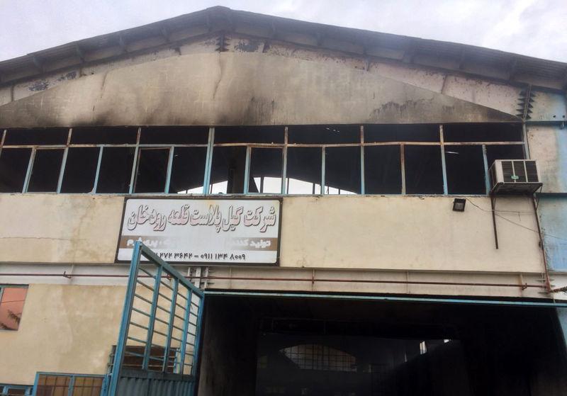 یک واحد صنعتی تولید لوازم کشاورزی پلاستیکی در شفت آتش گرفت