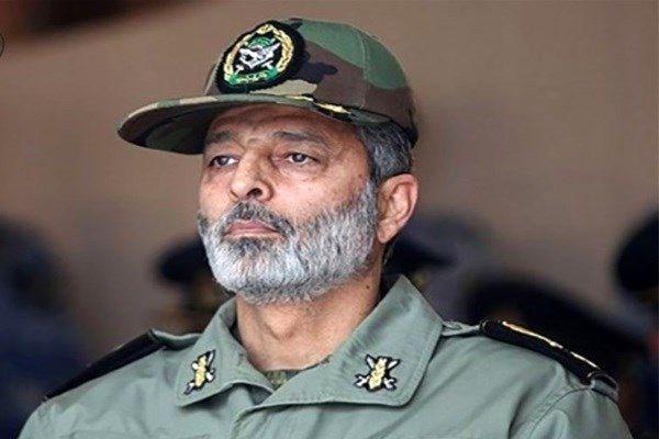 فرمانده کل ارتش از هوشیاری مردم درخاموش کردن فتنه اخیرقدردانی کرد