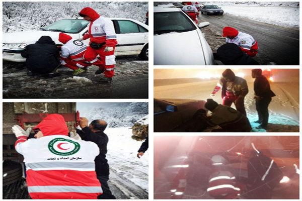اسکان اضطراری بیش از 20 مسافر گرفتار در باد و باران در محورهای فریدن و سمیرم
