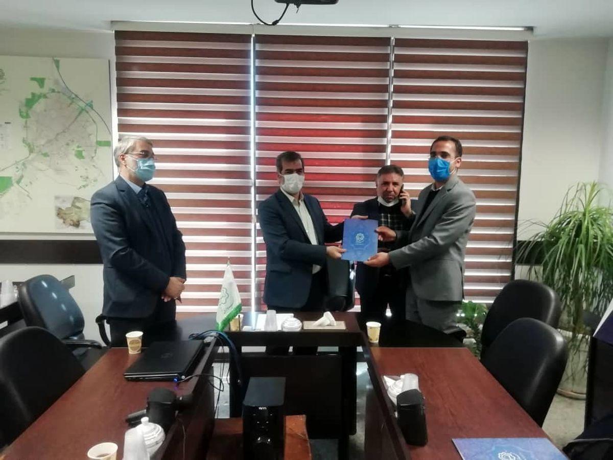 کارشناس سازمان پارکها به عنوان پژوهشگر برتر شهرداری قم انتخاب شد