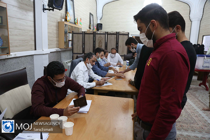 مشارکت زائران حرم حضرت فاطمه معصومه (س) در انتخابات ۱۴۰۰