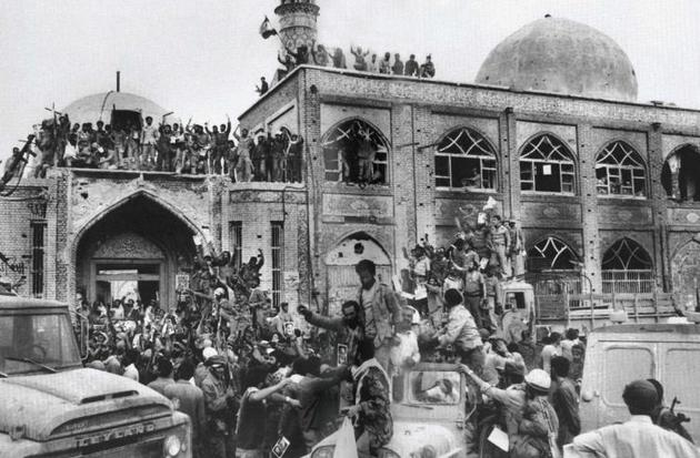 سوم خرداد به دلیل وارد آمدن ضربه مهلک به دشمن تا بن دندان مسلح اهمیت دارد