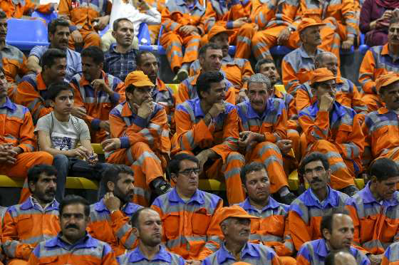 کارگران با افت شدید قدرت خرید مواجه شدند/فردا برای دستمزد کارگران تصمیم گیری می شود