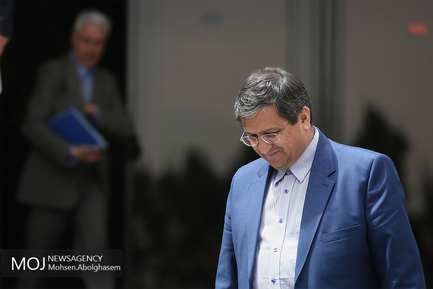 حاشیه جلسه هیات دولت -  ۱۸ اردیبهشت ۱۳۹۸/عبدالناصر همتی رییس بانک مرکزی