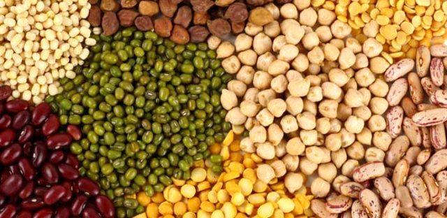 کشف 16 تن مواد غذایی وحبوبات احتکار شده در میناب