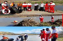 نجات جان ۲ فرد گرفتار شده در رودخانه  سیمره ایلام