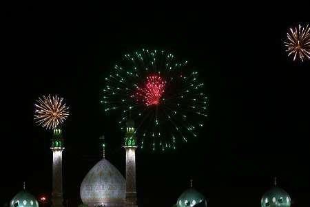آسمان مسجد جمکران نور افشانی شد