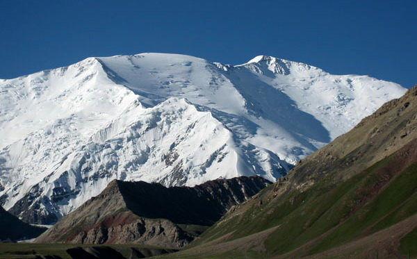 تیم ملی امید کوهنوردی به قله لنین صعود کرد
