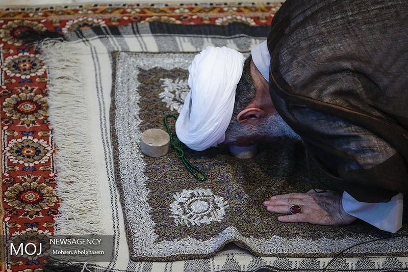 معرفی امام جماعت جوان و اقامه نماز برای جذب جوانترها ضروری است