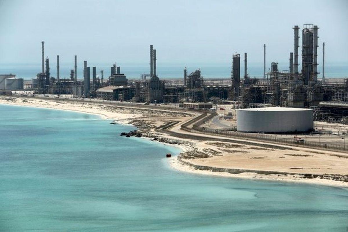 آتش سوزی محدود در پایانه فرآوردههای نفتی جازان مهار شد