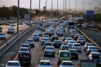 ترافیک در محور چالوس سنگین است/کندی تردد در آزادراه کرج