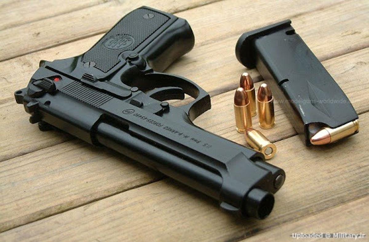 کشف 3 قبضه اسلحه کلت جنگی از یک خودرو در اصفهان