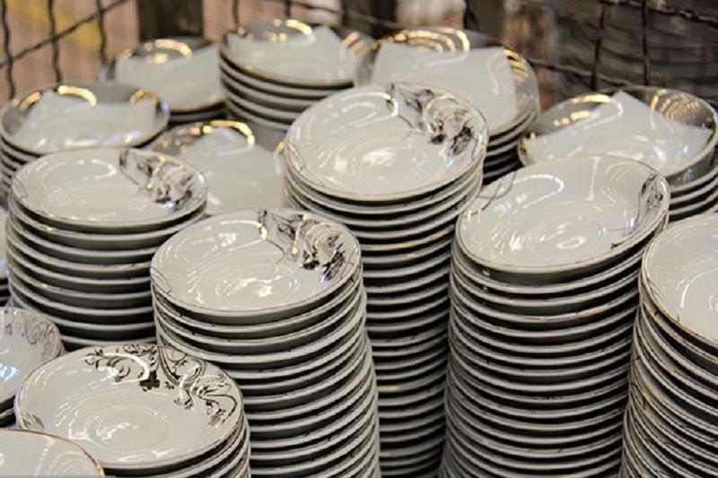 کشف و توقیف محموله میلیاردی ظروف چینی قاچاق در نجف آباد