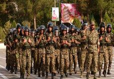 رژه یگان های نیروی انتظامی در استان اصفهان برگزار شد