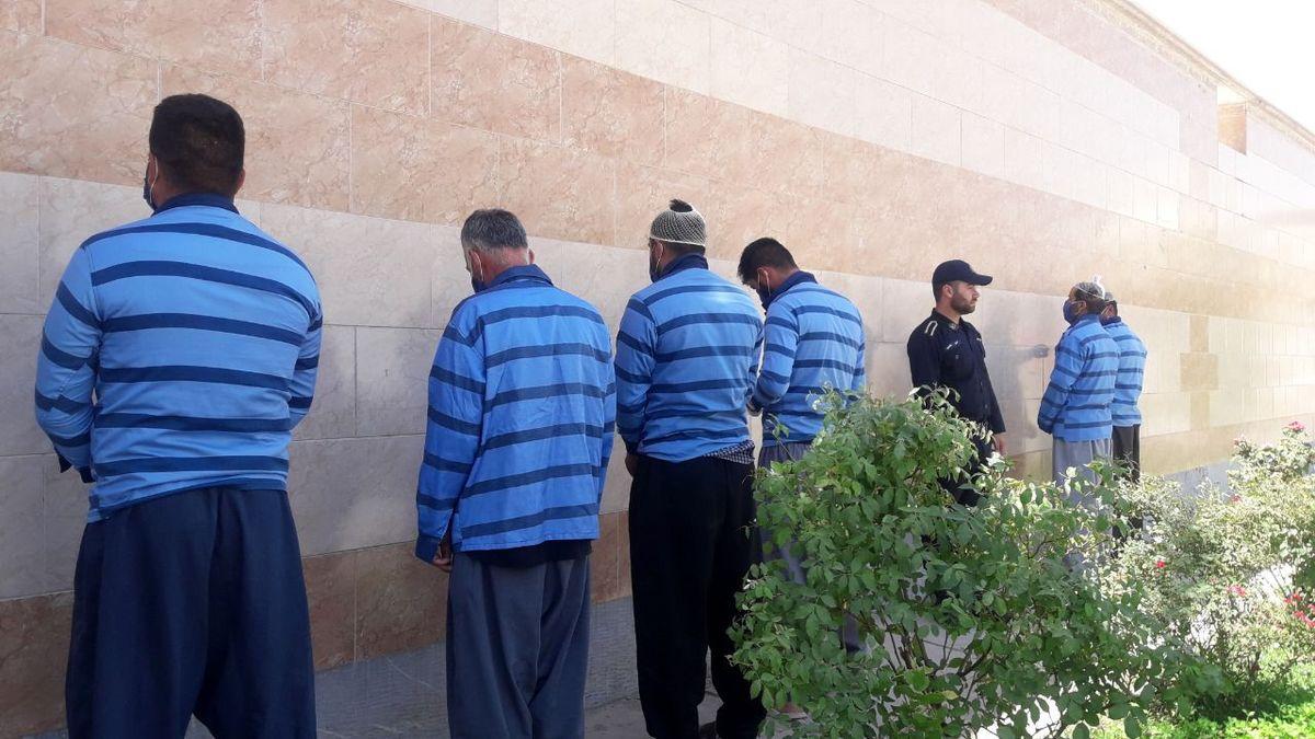 دستگیری باند 7 نفره قاچاقچیان مواد مخدر در خمینی شهر /  کشف بیش از 41 کیلو تریاک