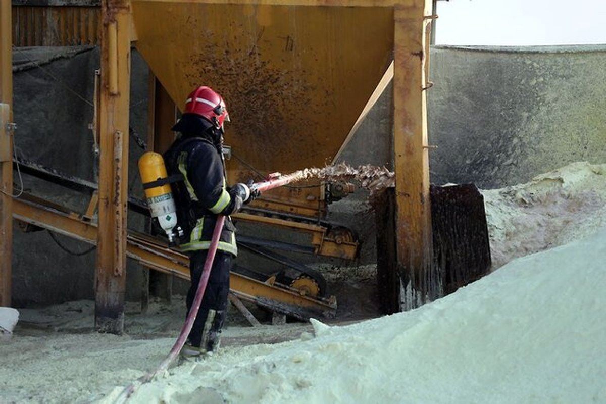 کارخانه تولید و نگهداری گوگرد در مشهد دچار حریق شد