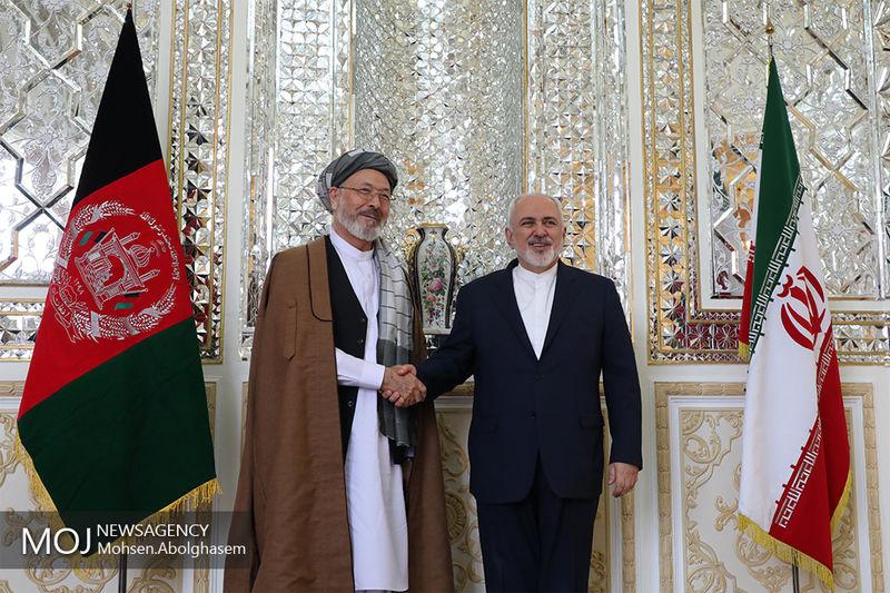 دیدار رئیس شورای صلح افغانستان با ظریف در تهران