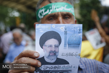 تبلیغات انتخاباتی در حاشیه ی نماز جمعه ی امروز تهران