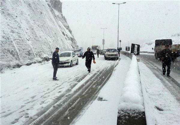 تداوم بارش باران و برف در اکثر محورهای استان اصفهان