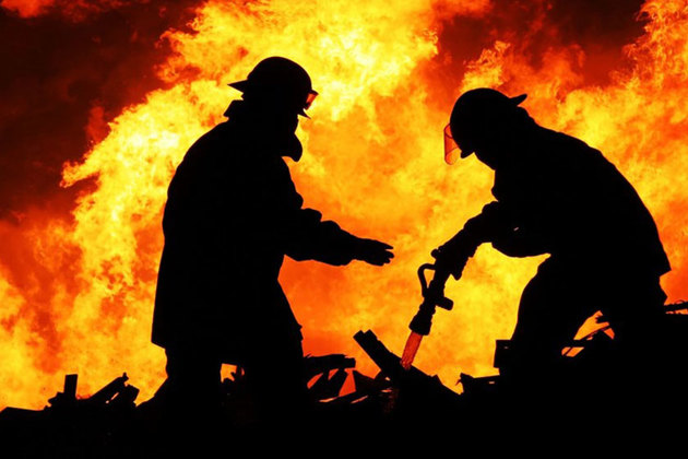 آتش سوزی در ایستگاه پمپاژ نفت شرکت بهرهبرداری درهنی در رامهرمز