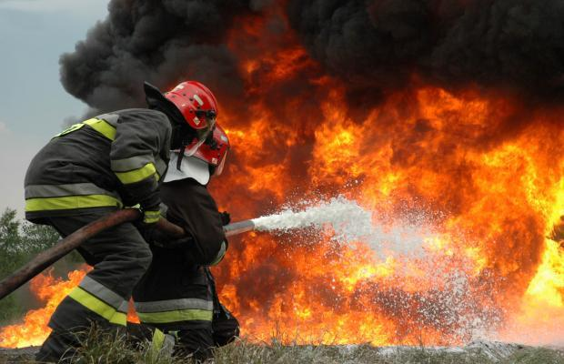 آتش سوزی در یک نجاری بروجرد منجر به سوختن ۵۰ تن چوب شد