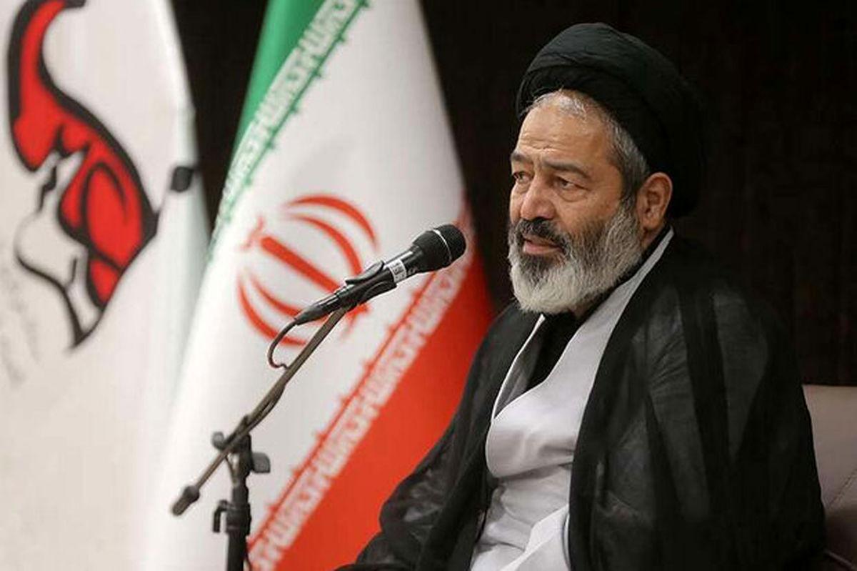 نماد حقیقت خواهی ادیان الهی در قرن بیستم امام خمینی است