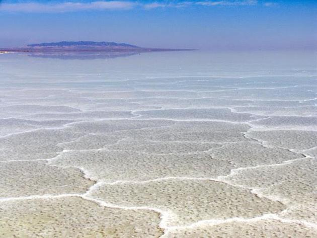 آغاز تامین حق آبه دریاچه نمک قم