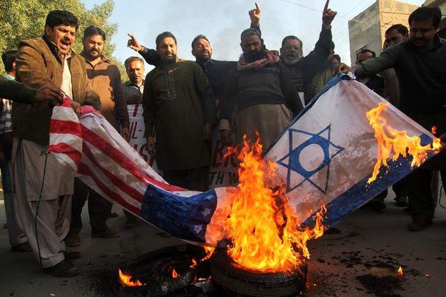 مخالفان علیه اقدام ترامپ تظاهرات کردند
