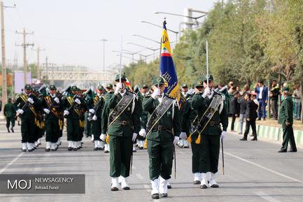 رژه یگان های نمونه نیروهای مسلح در کرمانشاه