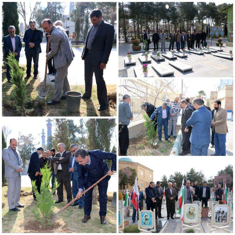 کاشت ۴۰ نهال توسط مخابرات منطقه اصفهان در 40 مرکز مخابراتی