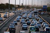 ترافیک در آزادراه کرج سنگین است/بارش باران در محور چالوس