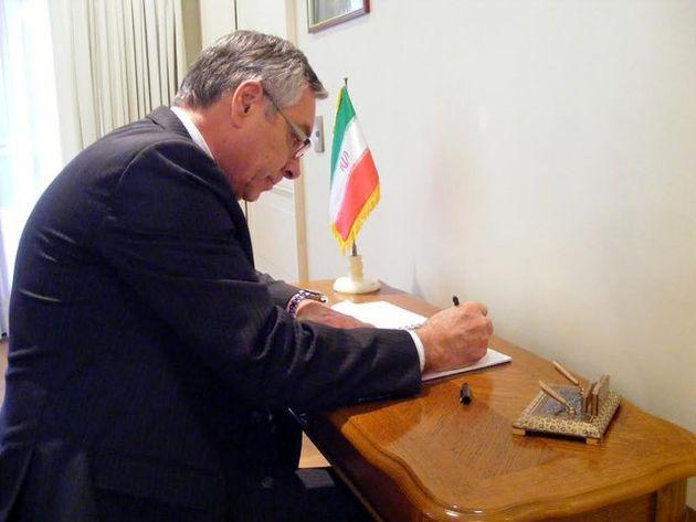 ادای احترام به شهدای حوادث تروریستی تهران در شیلی