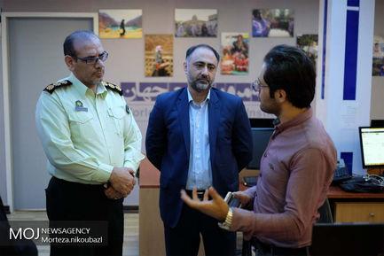 ازدید سید احمد خسروی، ریاست مرکز اطلاع رسانی و ارتباطات ناجا، از ساختمان و دفتر خبرگزاری موج و خبرگزاری مرور