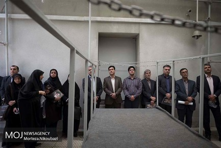 حضور، حسن خمینی، نوه بنیانگذار جمهوری اسلامی ایران و وزیر ارتباطات آقای محمدجواد آذری جهرمی در حسینیه جماران